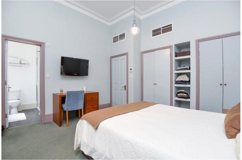23pr2-bedroom-02