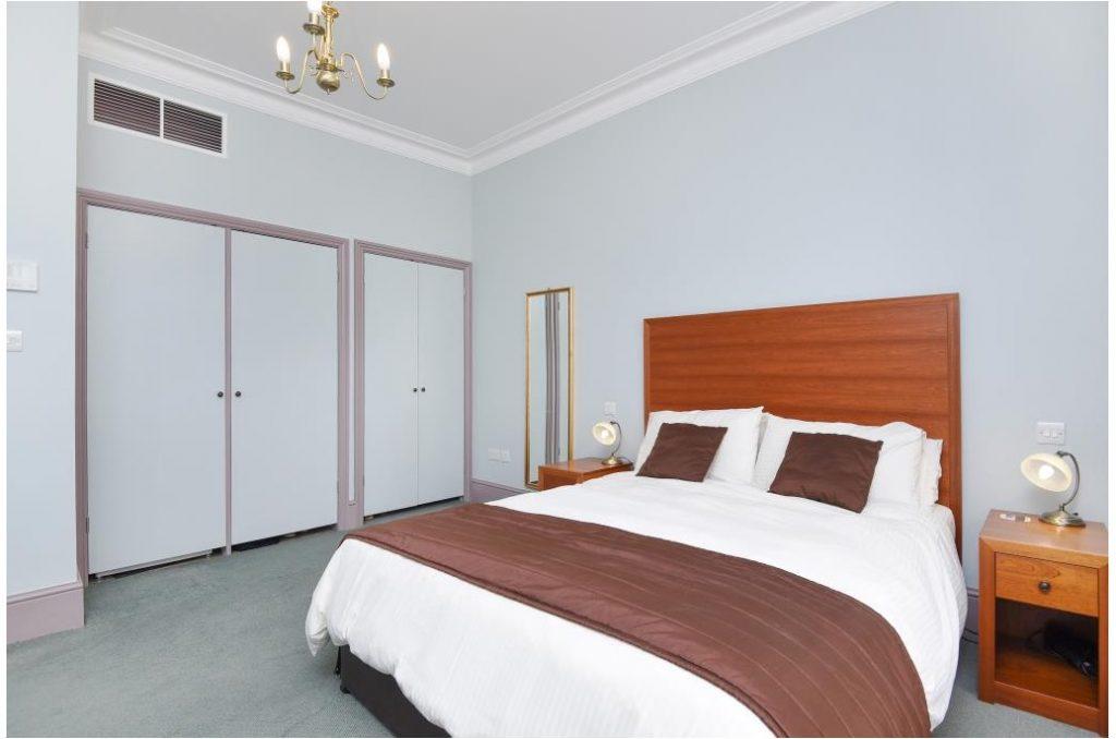 23pr3-bedroom